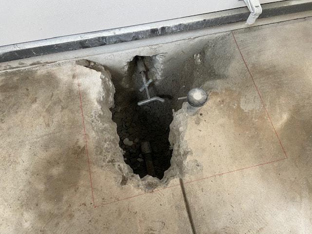 屋外の漏水修理
